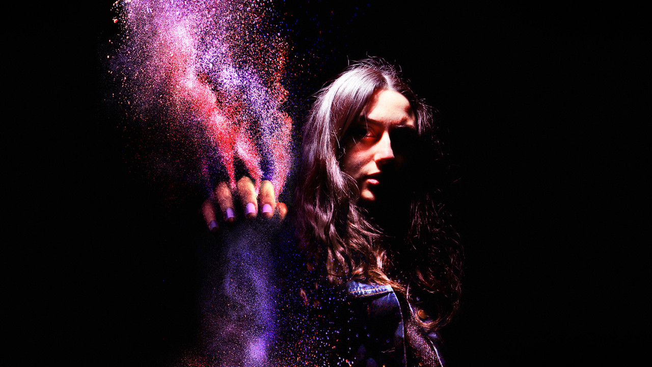 PGT PRO woman pigments grabbing colorful LoRes v3